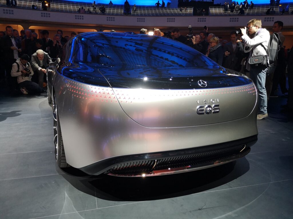Задняя часть Mercedes-Benz Vision EQS